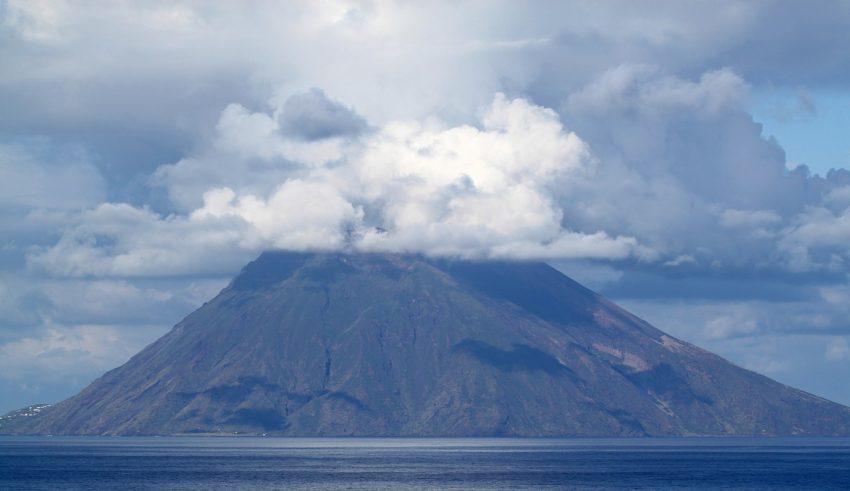 Действующие вулканы Италии