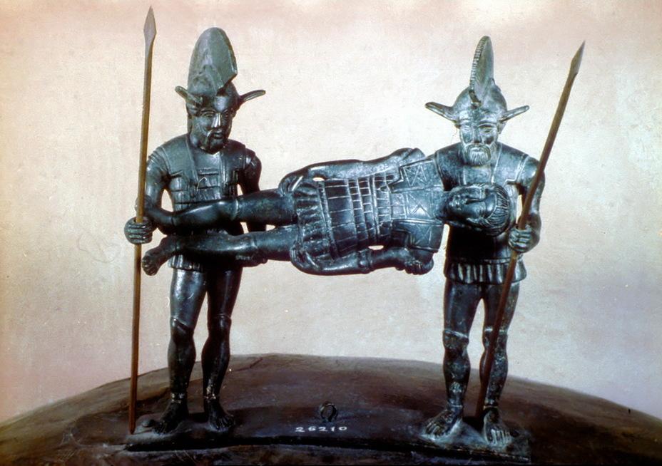 Этрусские воины несут тело погибшего товарища